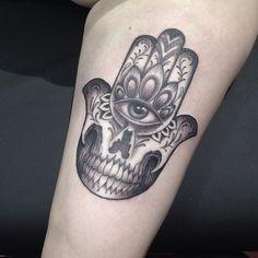 Hamsa tattoo by @natefierro