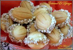 Algerian Sweets El Djouza or Walnut - Couscous and pudding Tunisian Food, Sorbet Ice Cream, Algerian Recipes, Desserts With Biscuits, Walnut Cake, Arabic Sweets, Mediterranean Recipes, International Recipes, Sweet Treats