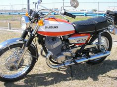 Very clean Suzuki 500 Suzuki Bikes, Old Bikes, Classic Bikes, Vintage Japanese, Ford Mustang, Motorbikes, Vehicles, Motorcycles, Board