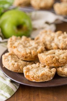 Dutch Apple Pie Cookies - The perfect little three bite dessert with a flakey pie crust, cinnamon apple filling, and a sweet buttery crumb topping! Apple Pie Cookie Recipe, Fall Cookie Recipes, Apple Pie Cookies, Fall Cookies, Cookie Pie, Homemade Cookies, Dessert Recipes, Apple Pies, Cookie Ideas