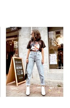 Cute Casual Outfits, Edgy Outfits, Mode Outfits, Retro Outfits, Jean Outfits, Fashion Outfits, Outfits With Mom Jeans, Mom Jeans Outfit Summer, Band Tee Outfits