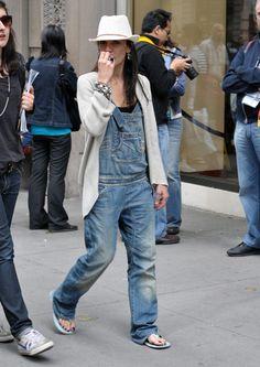 Street style Denim overall Street Style Vintage, Look Street Style, Looks Style, Looks Cool, My Style, Overalls Outfit, Denim Overalls, Dungarees, Moda Vintage