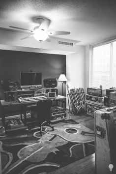 Check out this massive list of home studio setup ideas. Filter down by room colors, number of monitors, and more to find your perfect studio. Home Recording Studio Setup, Home Studio Setup, Music Studio Room, Sound Studio, Music Rooms, Studio Ideas, Studio Studio, Techno, Music