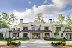 Atlanta Homes and Lifestyles magazine's Southeastern Designer Showhouse featuring Windsor Windows & Doors. Windsor Windows, Kitchen Keeping Room, Outdoor Furniture Inspiration, Atlanta Homes, Southern Hospitality, Entry Foyer, Cool Diy Projects, Architectural Digest, Connecticut
