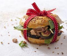 La « fêtes des restes » Bagels parfumés aux épices au foie gras et à la figue fraîche - http://poiretcactus.com/la-fetes-des-restes-bagels-parfumes-aux-epices-au-foie-gras-et-a-la-figue-fraiche/