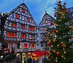 german christmas markets are special. Ankommen, wohlfühlen und den Alltag vergessen -- come, see and feel good - german christmas markets repinned by www.mybestgermanrecipes.com