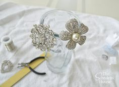 Wired Brooches for Bouquet Brooch Bouquet Tutorial, Wedding Brooch Bouquets, Rose Wedding Bouquet, Flower Bouquets, Wedding Flowers, Wedding Dress, Bridesmaid Corsage, Bridesmaid Flowers, Boho