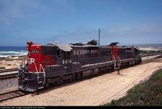 Net Photo: SP 4434 Southern Pacific Railroad EMD at Surf, California by John Sistrunk Railroad History, Union Pacific Railroad, Rail Transport, Abandoned Train, Railroad Photography, Road Train, Electric Train, Train Engines, Model Train Layouts