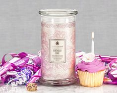 ***Birthday Cake Candle*** Indulge in the delicious aroma of decadent birthday cake! This sweet cake scent had a bold vanilla presence with hints of fresh butter, creamy anise notes and warm sugar vanilla. Buy Candles, Luxury Candles, Scented Candles, Candle Jars, Classic Candles, Aroma Beads, Birthday Cake With Candles, Jewelry Candles, Wax Tarts
