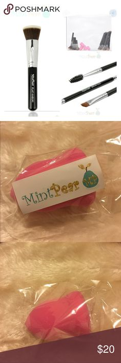 Beauty blending brush Give your make up a seamless look by blending concealer and foundation and applying loose setting powder with this beauty blending sponge.  You are gorgeous and ready to face the day!! 🦋🦋 Mint Pear Beauty Makeup Brushes & Tools
