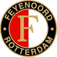 bij ons hangt er ergens een hele kleine tekening van vroeger die ik had gemaakt van het Feyenoord logo