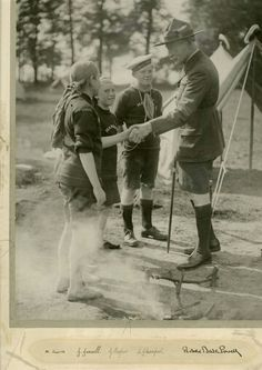 Baden Powell Scouts, Les Scouts, Robert Baden Powell, Sea Explorer, Scout Activities, Vintage Boys, Scout Leader, Girl Guides, Children Photography