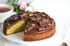 La recette du moelleux pistache chocolat, très facile à réaliser. Il est composé d'un biscuit moelleux à la pistache et d'une ganache fondante au chocolat.