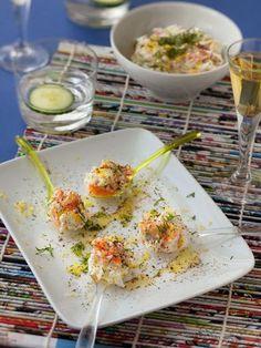 Recette de Cuillères apéritives au saumon fumé I Love Food, Good Food, Yummy Food, Tasty, Fusilli, Cheers, Tzatziki, Finger Foods, Potato Salad