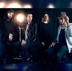 Wat een gave foto. Nieuwe fotoshoot! Kensington Band, Music Jam, Mixtape, Rock Bands, In This World, Bomber Jacket, Concert, Photos, Instagram Feed