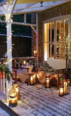 Thick, warm blankets, string lights and lanterns create a romantic winter atmosphere.