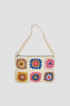 Bolso De Hombro En Combinación De Colores. Cuerpo De Crochet. Asa De Hombro. Cierre Mediante Cremallera. Alto X Ancho X Fondo 18 X 27 X 1 Cm. Pull & Bear, Cute Crochet, Crochet Motif, Knitting Patterns, Crochet Patterns, Diy Purse, Spring Shirts, Crochet Handbags, Crochet Fashion