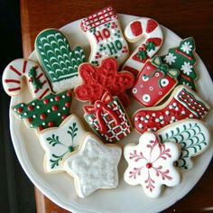 Here are the best Christmas Cookies decorations ideas for your inspiration. These Christmas Sugar Cookies decorated with royal icing are cutest desserts. Christmas Sugar Cookies, Christmas Sweets, Christmas Cooking, Noel Christmas, Christmas Goodies, Holiday Cookies, Decorated Christmas Cookies, Christmas Ideas, Decorated Cookies