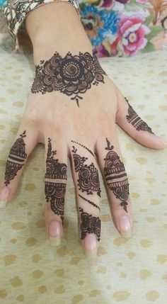 Latest Henna Designs, Back Hand Mehndi Designs, Modern Mehndi Designs, Mehndi Designs For Girls, Mehndi Designs For Beginners, Mehndi Design Photos, Mehndi Designs For Fingers, Beautiful Henna Designs, Latest Mehndi Designs