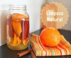 Cartilha com receitas de produtos naturais para cuidados pessoais e do ambiente