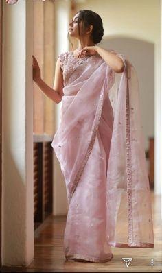 25 stylish plain saree looks to inspire you 14 Saree Designs Party Wear, Saree Blouse Designs, Dress Indian Style, Indian Dresses, Moda Indiana, Sari Dress, Sari Blouse, Organza Saree, Silk Sarees