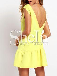 Жёлтое модное платье с воланами и открытой спиной