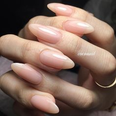 On average, the finger nails grow from 3 to millimeters per month. If it is difficult to change their growth rate, however, it is possible to cheat on their appearance and length through false nails. Acrylic Nails Natural, Natural Almond Nails, Long Almond Nails, Long Natural Nails, Nail Polish, Instagram Nails, Oval Nails, Oval Nail Art, Manicure E Pedicure