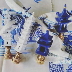 Shipping out our little Pagoda Finials to thier new homes! #pagodafinials #chinoiserie #blueandwhite #blueandwhiteforever #whiteandgold #lighting #itsallinthedetails #randsliving