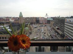 Helsingin Original Sokos Hotel Vaakunan ravintoloista katsellaan näin hienoja maisemia. #näköalaravintola #restaurant-with-a-view #originalbysokoshotels #helsinki #originalsokoshotelvaakuna Kuva: hotellipäällikkö Hilkka Järvelä