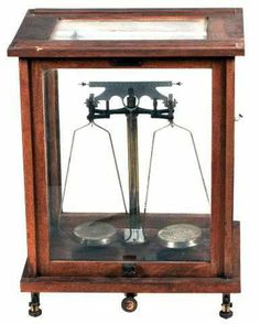 Pharmacy scales made by Selby, H.B. & Co. Ltd., Sydney & Melbourne, and used in a pharmacy at a psychiatric hospital in Victoria Australia, circa 1910.  Collection: Museum Victoria