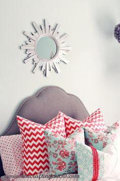 love this girly bedroom at thecraftingchicks.com
