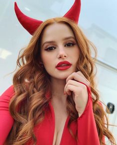 Great Tagged with actress aesthetic beauty cast celebrities cherry blossom famous filter madelaine petsch riverdale Madelaine Petsch, Cheryl Blossom Riverdale, Riverdale Cheryl, Riverdale Veronica, Riverdale Cast, Maquillage Halloween, Halloween Makeup, Red Hair Halloween Costumes, Halloween Tags