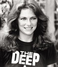 """Jacqueline Bisset wearing a The Deep t-shirt and promoting her movie """"The Deep"""" in English Actresses, British Actresses, Actors & Actresses, Charlotte Rampling, Beautiful Celebrities, Beautiful Actresses, Beautiful Women, Steve Mcqueen, Casino Royale"""