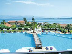 Welkom in het kinderparadijs van Corfu! Hotel Mitsis Roda Beach Village is uitermate geschikt voor een heerlijke familievakantie. Zowel jong als oud zal zich vermaken in de zwembaden en de ruime, spiksplinternieuwe familiekamers zorgen voor een aangenaam verblijf.  Het hotel ligt direct aan het strand en heeft een enorm zwembad (zoutwater) met een glijbaan. Ook het aparte kinderbad heeft een eigen glijbaantje Hotel Mitsis Roda Beach Village ligt op ca. 1 kilometer van Roda Officiële…