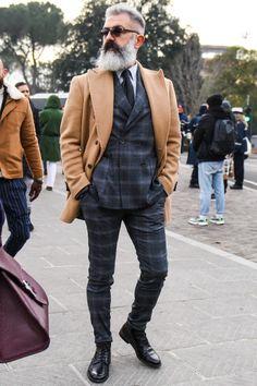 ビジネススーツに合う秋冬コート特集!王道からこなれ感を与えるアウターまでを紹介 | 男前研究所 Street Style Boy, Suit Vest, Winter Outfits, Winter Clothes, Denim Outfit, Men Looks, Stylish Men, Mens Suits, Jeans
