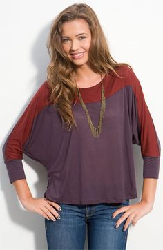 Dolman Sleeves are a long sleeve that is very wide at the top and narrow at the wrist. Junior Tops, Cute Tops, Shirt Sleeves, Color Blocking, Shirt Style, Fashion Ideas, Fashion Trends, T Shirts For Women, My Style