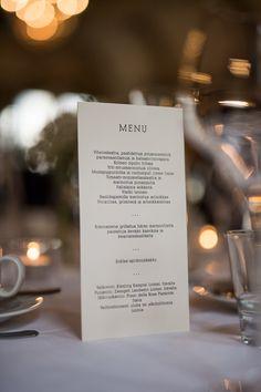 Moderni menukortti häät / Custom made wedding menu by www.makeadesign.fi modern wedding / Photo Sakari Röyskö - Heidi & Antti Wedding