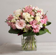 Fleurs Mariage : Secret Bouquet rond de fleurs variées avec roses aux teintes rose pastel et blanche