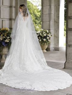 Elegant Long Sleeves Lace Wedding Gown