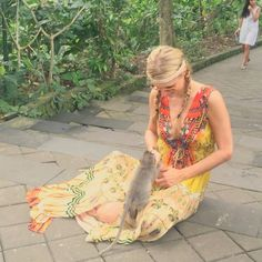The bigger monkeys always try & steal the lil ones bananas.  Poor lil guy @ParisHilton to the rescue! #Bali #Beauty #Compassion  #ParisHilton #Photography #Thailand