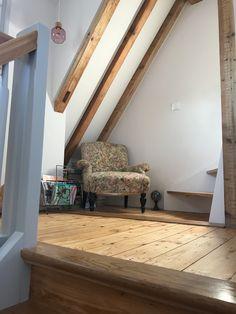 small sitting corner, upstairs, vintage, retro, 50's, wooden beams, wooden floor, oak stairs