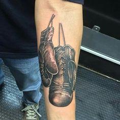Tatuagem no estilo realismo sombreado luva de boxe realizada no Rafa Ferrari Tattoo Studio  feita por Rodrigo de Azeredo Tattoo style realism shaded boxing glove held at Rafa Ferrari Tattoo Studio made by Rodrigo de Azeredo
