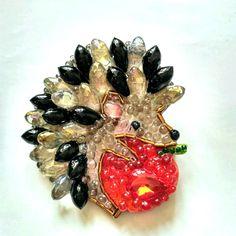 Ежик с яблоком - брошь ручной работы из камней и бисера by EkaterinaPanfilova on Etsy