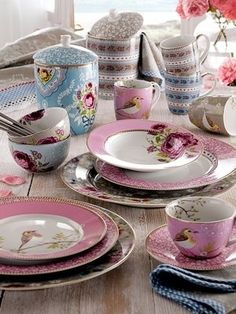 love the robins on pink tea cups