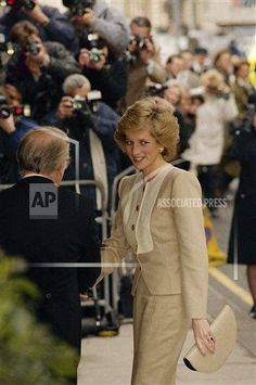"Princess Diana, Princes of Wales - making her first official engagement following last Friday's operation for the removal of impacted wisdom teeth - smiles as she arrives at Claridges Hotel in London on Tuesday, April 4, 1989 to attend a charity lunch. The Princess told a well-wisher she was ""feeling fine."" (AP Photo/Martin Cleaver)"