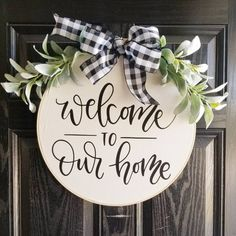 Front Door Decor Discover Welcome to Our Home Hoop Wreath Farmhouse Wall Decor Country Cottage embroidery hoop Wooden Door Signs, Wooden Door Hangers, Diy Wood Signs, Pallet Signs, Country Wall Decor, Farmhouse Wall Decor, Farmhouse Front, Farmhouse Signs, Rustic Decor