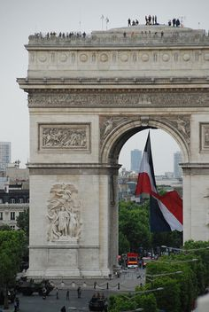 Arc de triomphe avec tricolore, Paris France