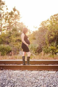 I took maternity photos in the dress I wore to my husband's funeral.  #blog #blogger #widow #grief #maternity #pregnancy #ericaroman
