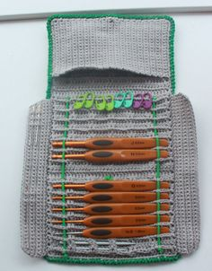 Great FREE pattern for a Crochet Hook Case! ✿⊱╮Teresa Restegui http://www.pinterest.com/teretegui/✿⊱╮