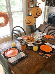 One of my favorite things about holidays is doing a festive table with a special breakfast for my boys! Halloween Queen, Halloween Boo, Holidays Halloween, Happy Halloween, Halloween Food For Party, Halloween Treats, Halloween Decorations, 5th Birthday Party Ideas, Boy Birthday